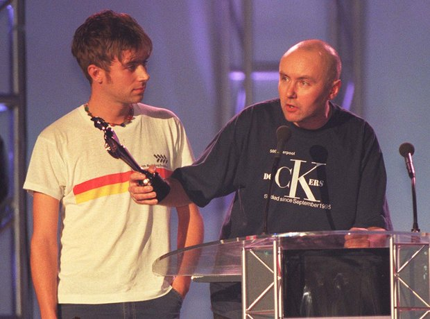 damon-albarn-of-blur-and-irvine-welsh-at-the-brit-awards-1997-1424787898-view-1